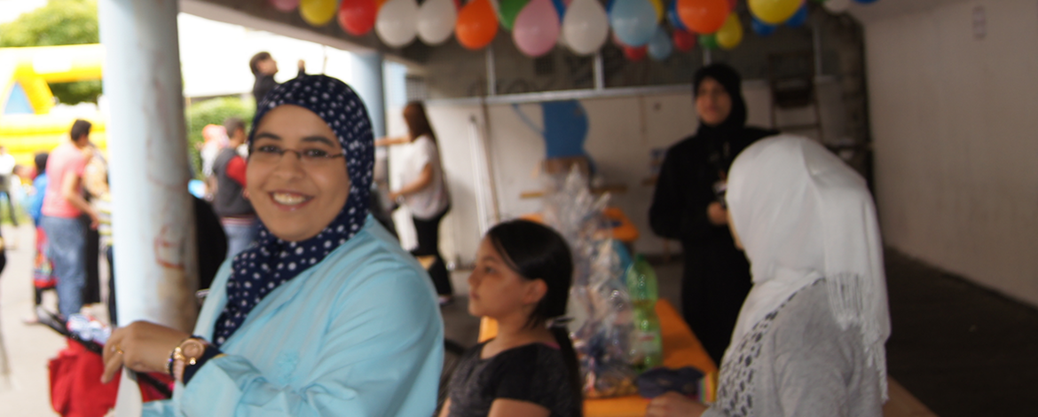 Students, refugees and Safa'a celebrating sugar feast
