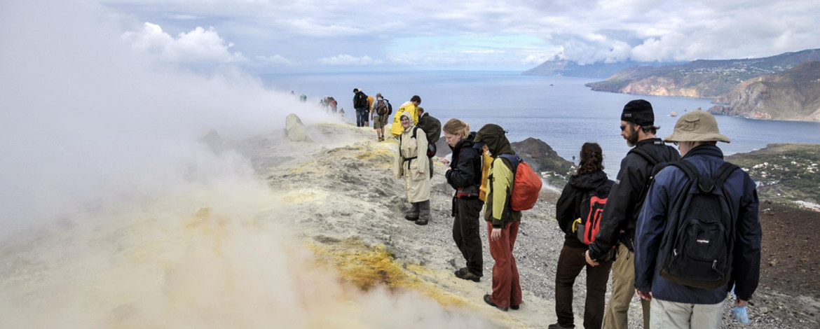 Fumes and sulfur deposits on Vulcano S Italy. Photo: Gregor Willkommen