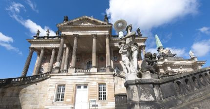 The campus Am Neuen Palais, which is in the immediate proximity of the Park of Sanssouci, is home to the Faculty of Arts.