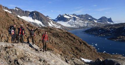 Humboldt Fellow Gautier Nicoli (3.v.l.) does his research at the Skaergaard Intrusion, Greenland